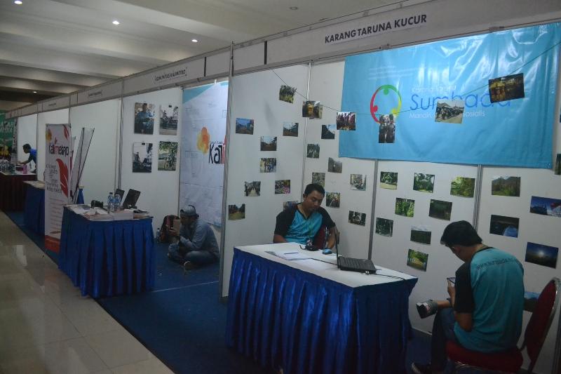Karang Taruna Dusun Sumber Bendo Desa Kucur Kec. Dau Kab. Malang turut mengisi both Bazar Media AJI Malang (28-29 Mei 2016). Selain mempamerkan website yang mereka kelola sendiri, foto tentang potensi desa juga turut dipajang.